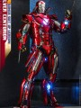 Hot Toys MMS618D43 - 1/6 Scale Figure - Silver Centurion (Armor Suit Up Version)