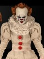 Mezco - 1/12 Scale Figure - Pennywise iT ( 2017 )