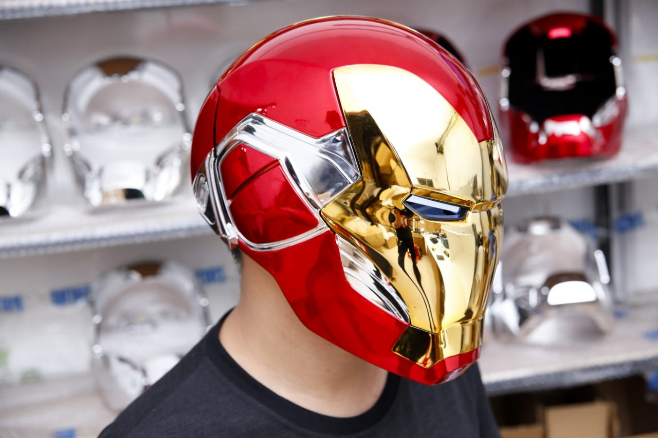1//6 Scale Nova Helmet Gold And Red